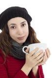 Femme appréciant sa tasse de thé Photos stock