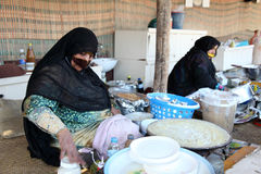 Femme arabe avec le masque protecteur Image stock