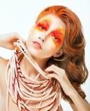 Expression. Visage de femme artistique de cheveux rouges lumineux. Concept d'art images stock