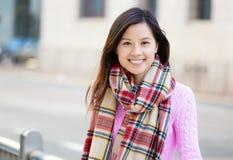 Femme asiatique à extérieur images libres de droits