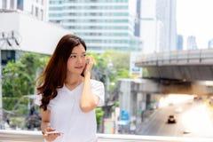 Femme asiatique avec du charme de portrait belle jeune Femme attirante images libres de droits
