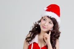 Femme asiatique avec la pensée de robe de Santa photos libres de droits