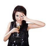 Femme asiatique avec une glace de champagne Image libre de droits