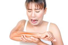 Femme asiatique ayant la douleur de bras Photographie stock