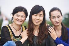 Femme asiatique chinoise dehors Photos libres de droits