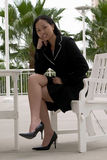 Femme asiatique d'affaires au café extérieur image stock