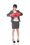 Femme asiatique d'affaires avec des gants de boxe Images libres de droits