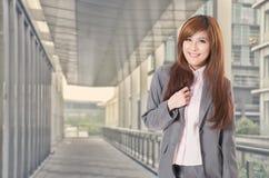 Femme asiatique d'affaires de sourire Image stock