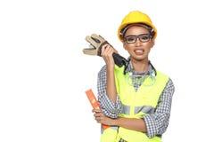 Femme asiatique d'Engineer d'architecte dans le casque antichoc jaune, sécurité vaste Images stock