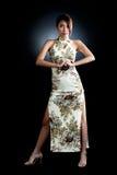 Femme asiatique dans la robe orientale traditionnelle photos stock