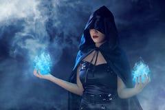 Femme asiatique de sorcière de beauté photographie stock