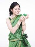 femme asiatique de vert de nana Photos libres de droits