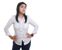 Femme asiatique fière et forte au-dessus de blanc Photo stock
