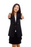 Femme asiatique heureux d'affaires affichant le pouce. Photo stock