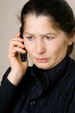 Femme asiatique parlant au téléphone Images stock