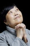 Femme asiatique priant et félicitant le seigneur Photo libre de droits