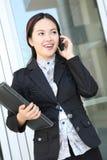 Femme assez asiatique d'affaires de jeunes Photos stock