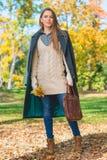 Femme assez blonde en Autumn Fashion Outfit photos stock