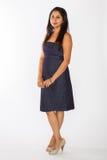 Femme assez indienne dans la robe bleue image stock