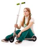 Femme assez jeune avec le scooter Photographie stock libre de droits