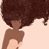 Femme assez jeune d'afro-américain avec le long cheveu Images stock