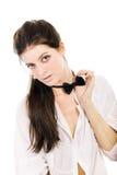Femme assez jeune dans la chemise blanche Image stock