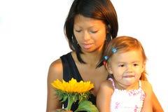 Femme attirant de philipinne avec l'enfant Images libres de droits