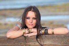 Femme attirant sur la plage Photographie stock libre de droits