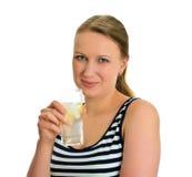 Femme attirante avec la glace de l'eau Photo stock