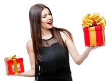Femme attirante avec le boîte-cadeau photo libre de droits