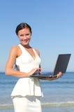 Femme attirante avec le carnet Photos stock
