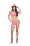 Femme attirante avec les vêtements de bain et le chapeau de paille roses Images stock