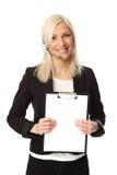 Femme attirante d'affaires avec le casque et le presse-papiers photographie stock