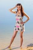 Femme attirante dans le bain de soleil images libres de droits