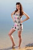 Femme attirante dans le bain de soleil images stock
