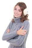 Femme attirante dans le chandail de laine et manchons d'isolement sur le blanc Photo stock