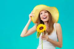 Femme attirante de portrait avec le tournesol Image stock