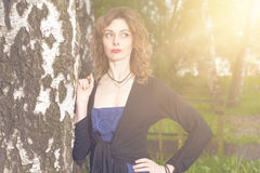 Femme attirante en nature images stock