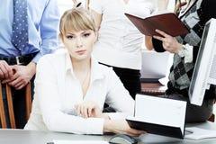 Femme au bureau Photo libre de droits