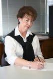 Femme au bureau Photos stock