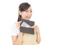 Femme au foyer avec l'argent Photo libre de droits