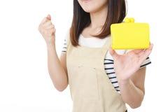 Femme au foyer avec une bourse photo libre de droits