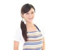 Femme au foyer de sourire Images stock