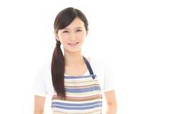 Femme au foyer de sourire Photos stock