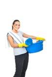 Femme au foyer heureuse se préparant aux travaux domestiques Image libre de droits