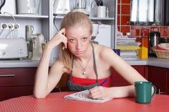 Femme au foyer négligée ennuyée Images stock