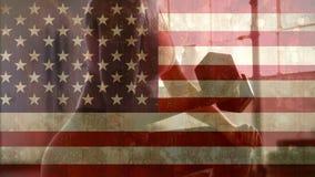 Femme au gymnase et au drapeau américain banque de vidéos