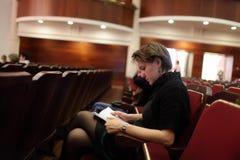 Femme au théâtre image libre de droits