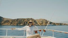 Femme au yacht clips vidéos