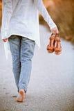 Femme aux pieds nus Photos libres de droits